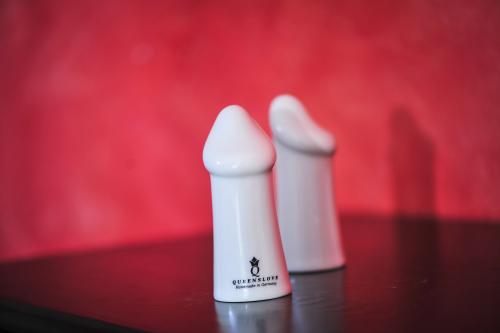 2er Set - Sexy Gewürzstreuer aus hochwertigem Porzellan